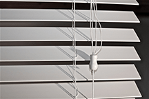 Window blinds with breakaway cord joiners